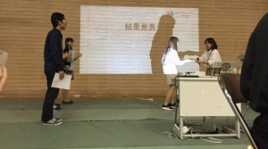若井さんチーム優勝の表彰式